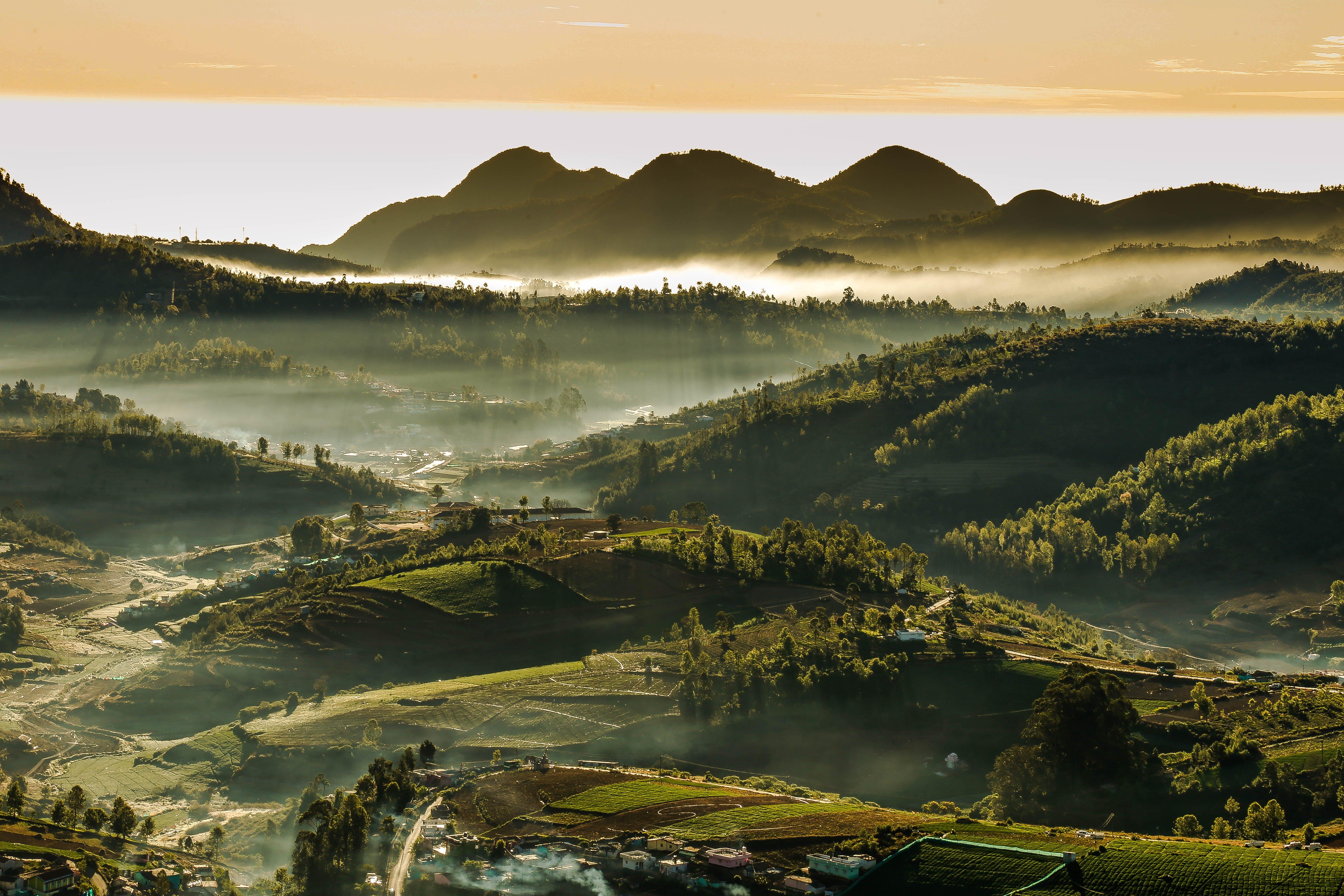 Gratis lagerfoto af bakke, bjerg, dal, landskab