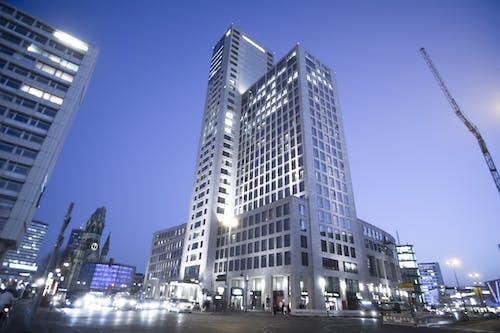 Fotobanka sbezplatnými fotkami na tému architektúra, Berlín, budova, modrá hodinka