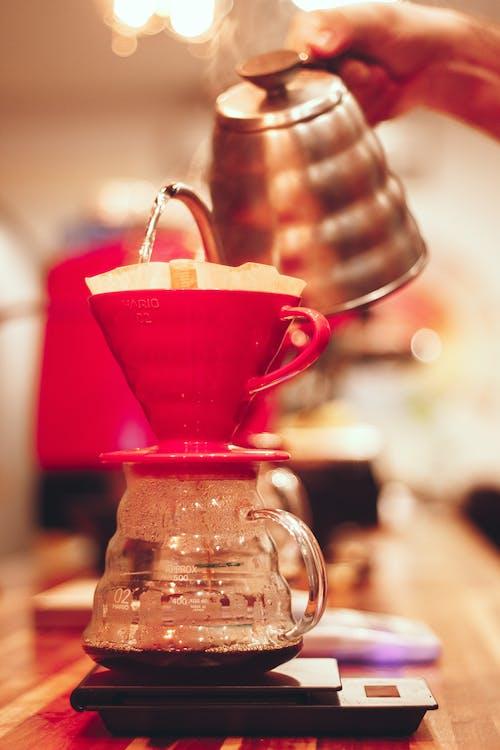 čaj, čajová konvice, černá káva