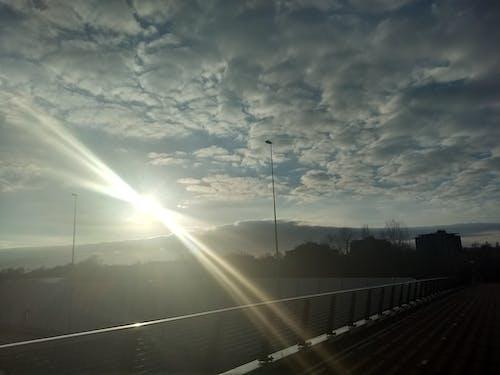 Gratis lagerfoto af skyer, solstråler