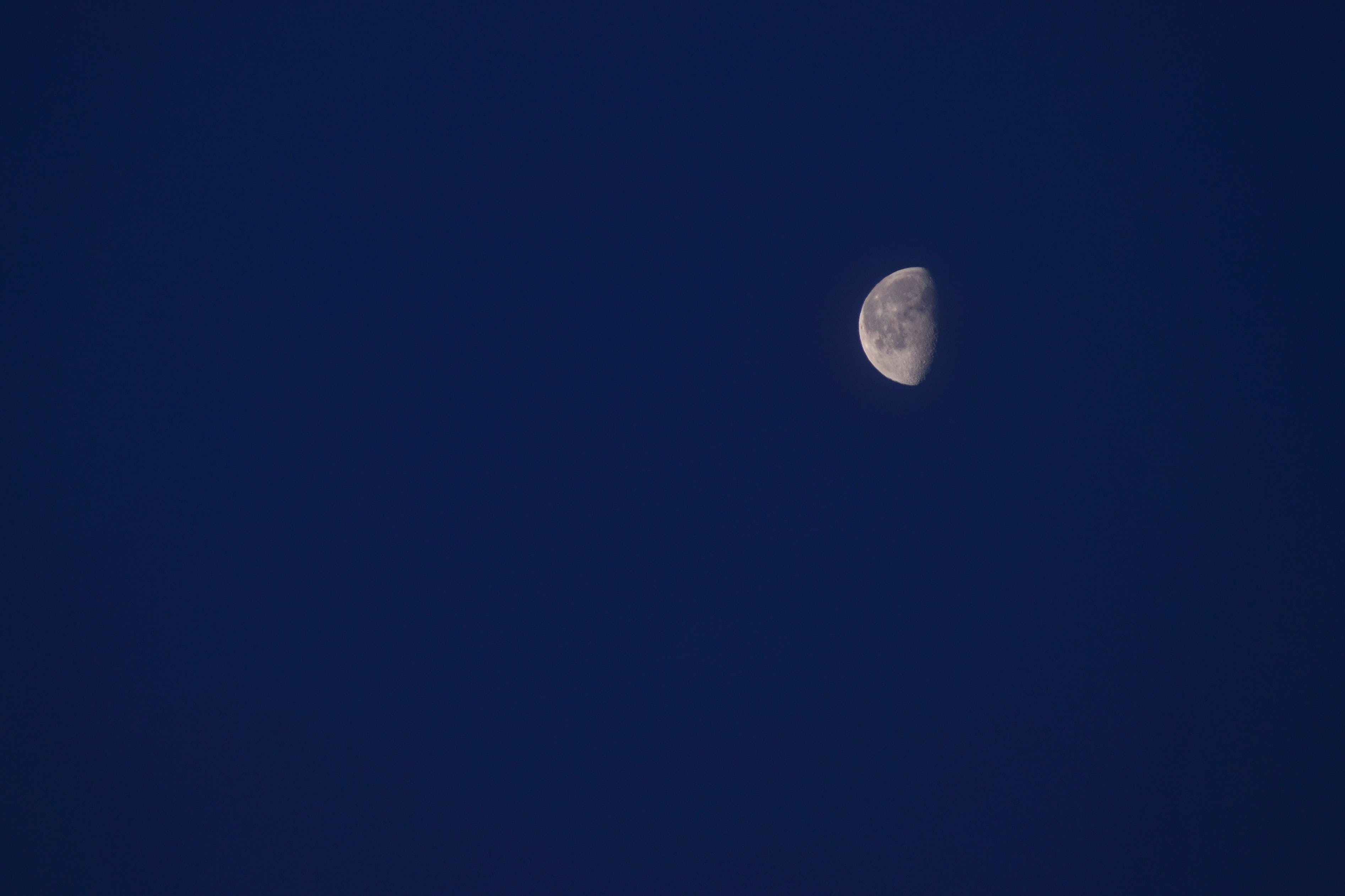 Darmowe zdjęcie z galerii z astronomia, kosmos, księżyc, księżycowy
