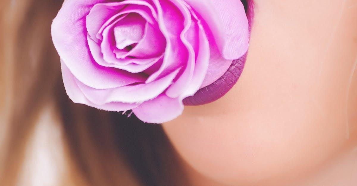 Фото с цветком во рту что означает отделочным материалом
