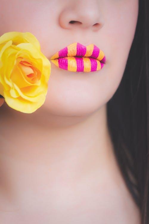 Бесплатное стоковое фото с Взрослый, губы, девочка, деталь