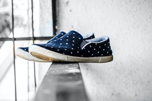Základová fotografie zdarma na téma obuv, pár bot, plátěnky, tenisky