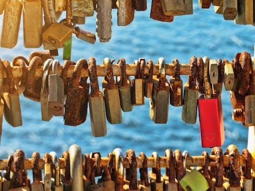 Gratis stockfoto met eiland middellandse zee, hangsloten, liefdeshangslot, roestig