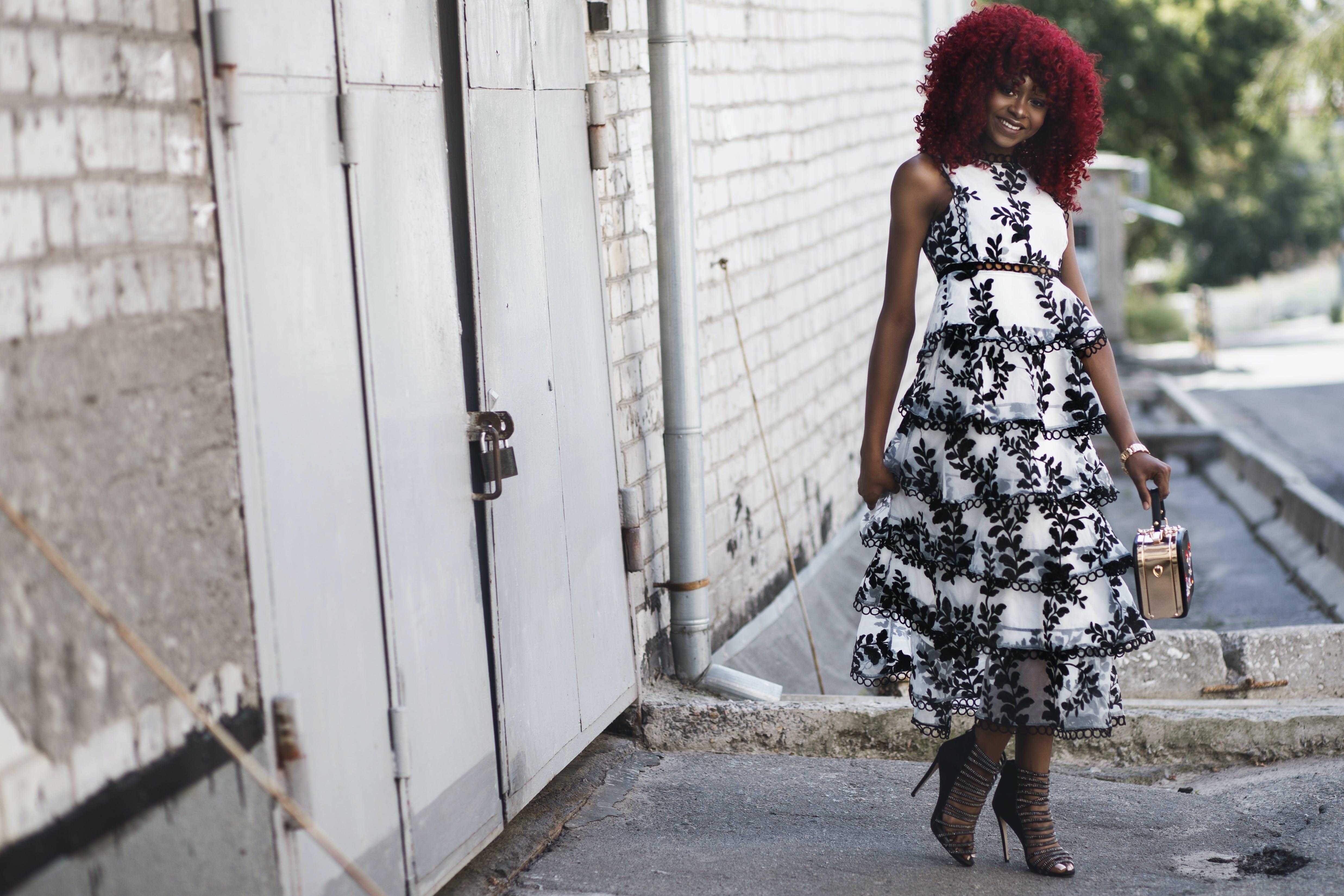 Gratis arkivbilde med afrikansk-amerikansk kvinne, bruke, dagtid, dame