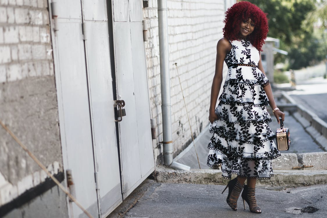 Afroameričanka, černoška, chodník