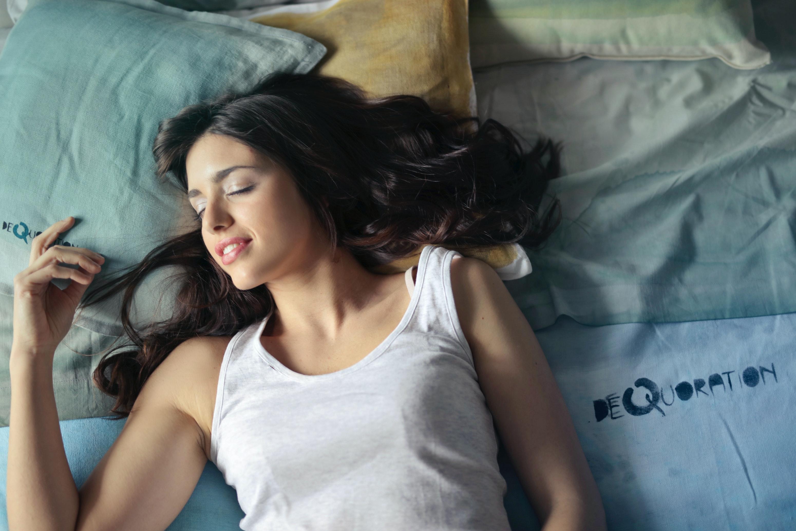 1000 smukke kvinder på sengen Fotos Pexels Free Stock Photos-1854
