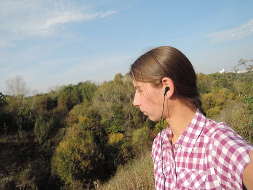 Free stock photo of girl, listening, listening music