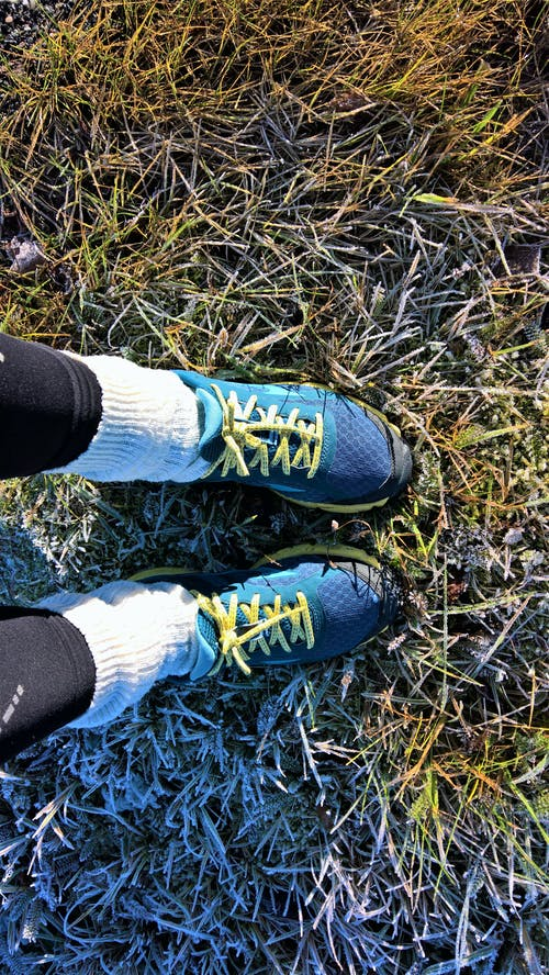 Бесплатное стоковое фото с бегун, кроссовок, морозная погода, обувь для бега