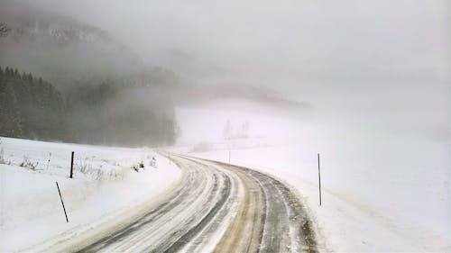 Бесплатное стоковое фото с гора, дорога, зима, зимний пейзаж
