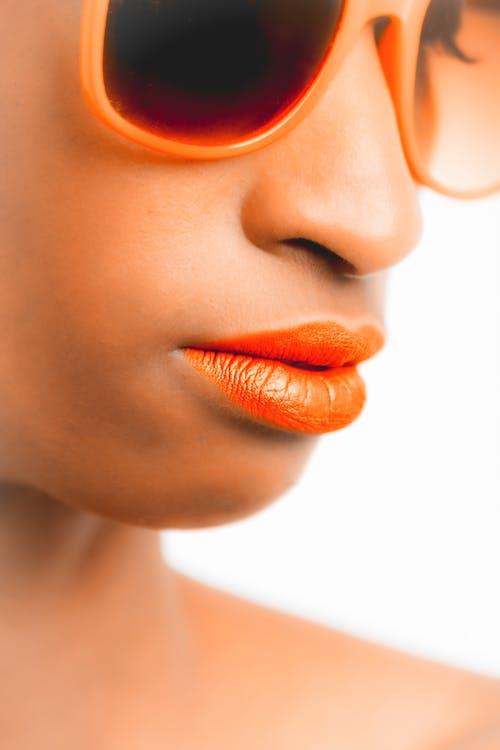 Δωρεάν στοκ φωτογραφιών με αίγλη, άνθρωπος, αφροαμερικάνα γυναίκα, γυαλιά