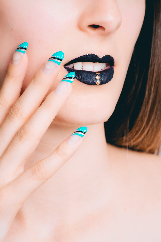 Fotos de stock gratuitas de actitud, arte de uñas, azul, belleza