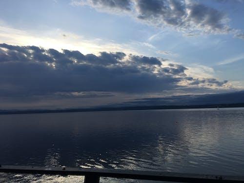 Gratis lagerfoto af dramatisk himmel, hav, landskab, overskyet