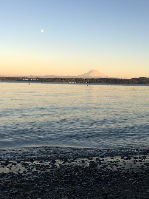 Gratis lagerfoto af bjerg, blå himmel, hav, landskab