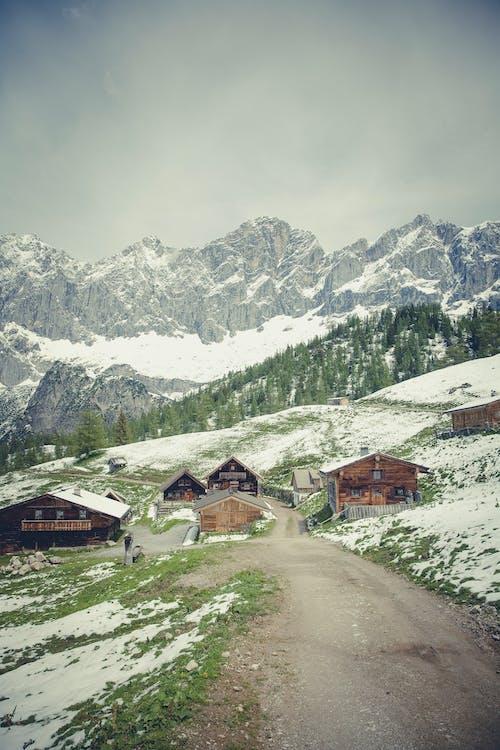 Gratis stockfoto met bergen, bewolkt, donkere wolken, dorp
