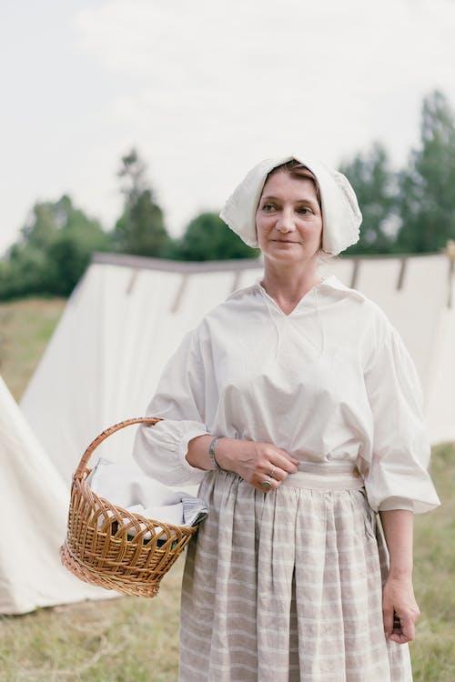 Kostnadsfri bild av återskapande, historisk, kvinna