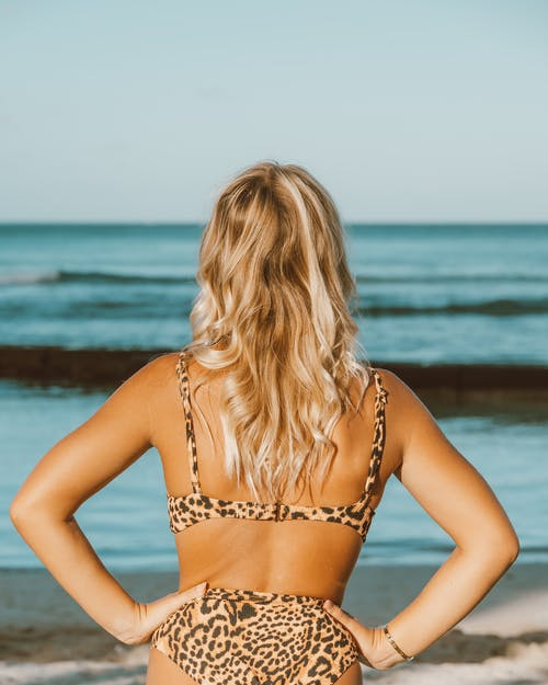 Photos gratuites de bikini, bronzage, brun clair