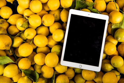Základová fotografie zdarma na téma čerstvý, citrony, iPad, šťavnatý