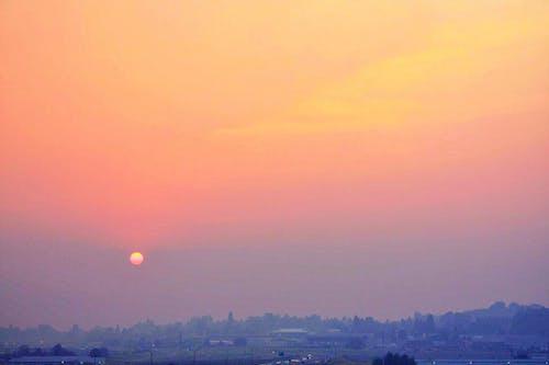 Gratis lagerfoto af landskab, rød sol, skovbrand