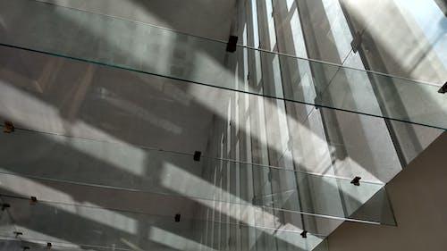 Gratis stockfoto met architectonisch, daglicht, glazen ramen, licht en schaduw