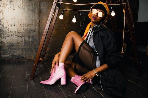 Základová fotografie zdarma na téma brýle, bunda, černá holka, dáma