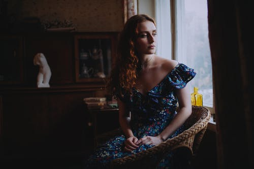 Fotobanka sbezplatnými fotkami na tému deň, dlhé vlasy, domácej miestnosti