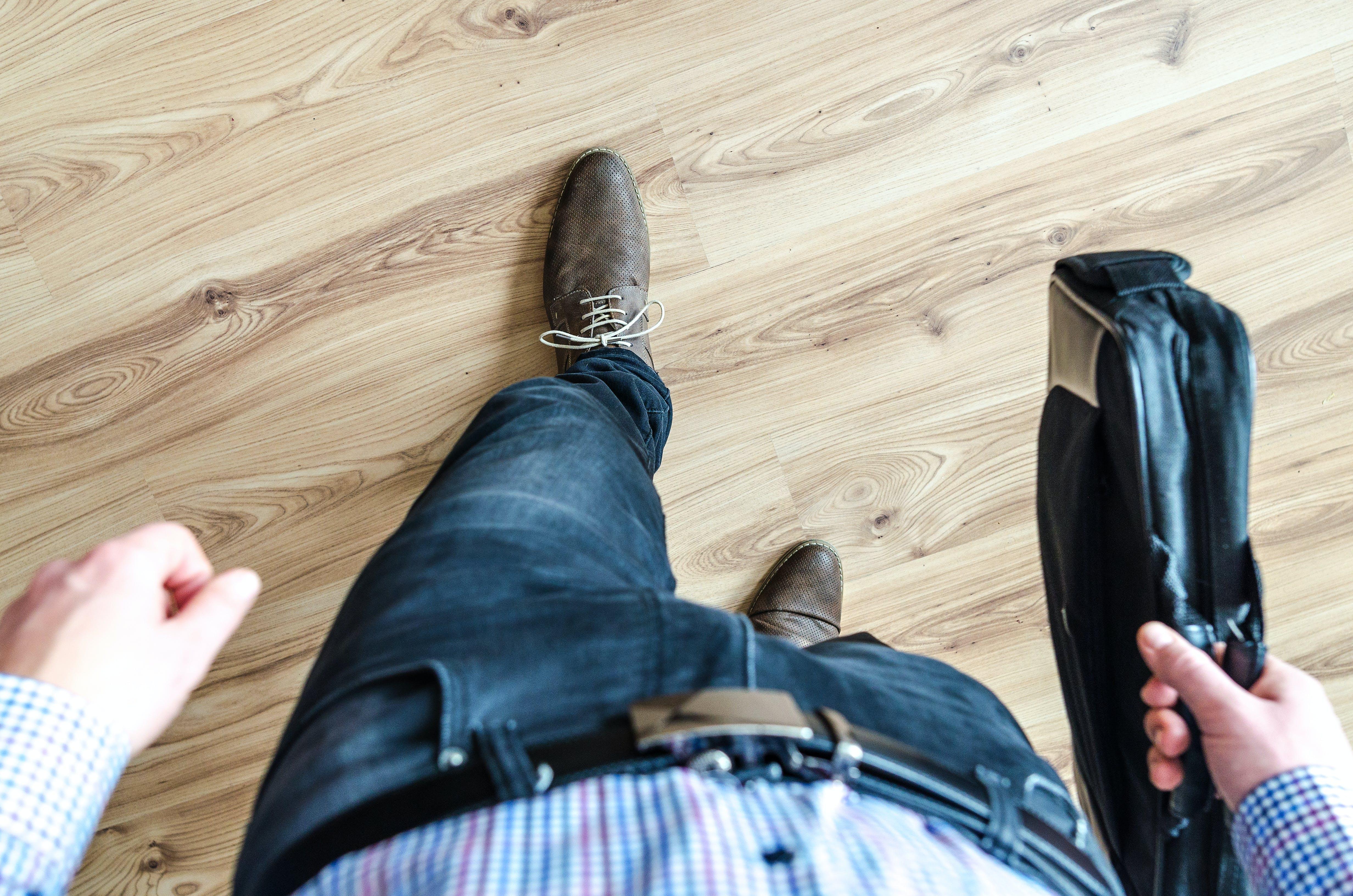 Kostenloses Stock Foto zu büro, drinnen, fashion, fußbekleidung