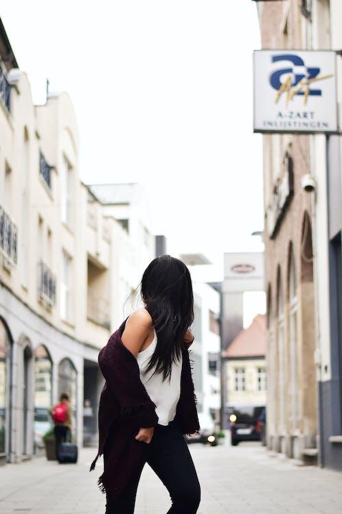 Darmowe zdjęcie z galerii z architektura, bruk, budynki, chodzenie