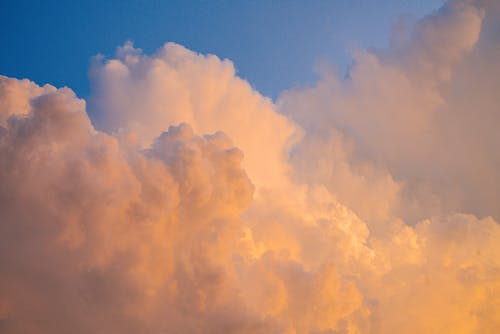 Безкоштовне стокове фото на тему «високий, Захід сонця, збираються хмари»