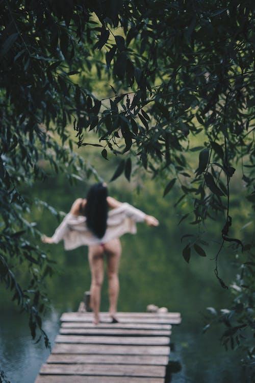 Безкоштовне стокове фото на тему «вода, довге волосся, жінка»