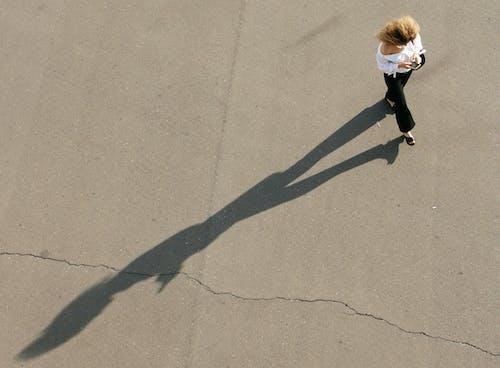 Immagine gratuita di asfalto, azione, bambino