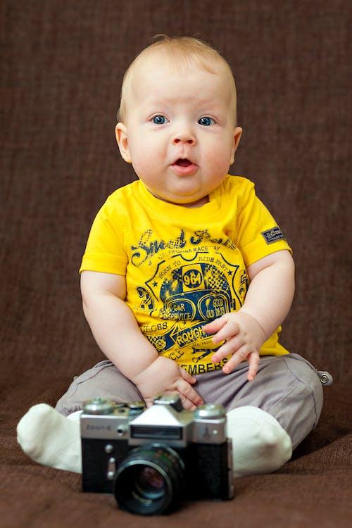 Darmowe zdjęcie z galerii z aparat, brzdąc, dziecko, mały