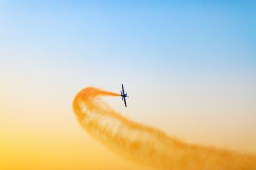Foto d'estoc gratuïta de ales, avió, cel, colors