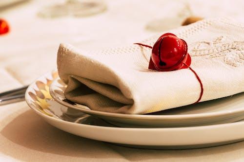Immagine gratuita di ambientazione, amore, argento, articoli per la tavola