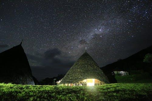 Foto d'estoc gratuïta de astronomia, cases, cel, cel estrellat