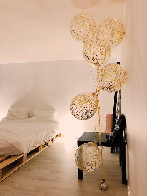 Kostnadsfri bild av ballonger, design, gyllene, inne