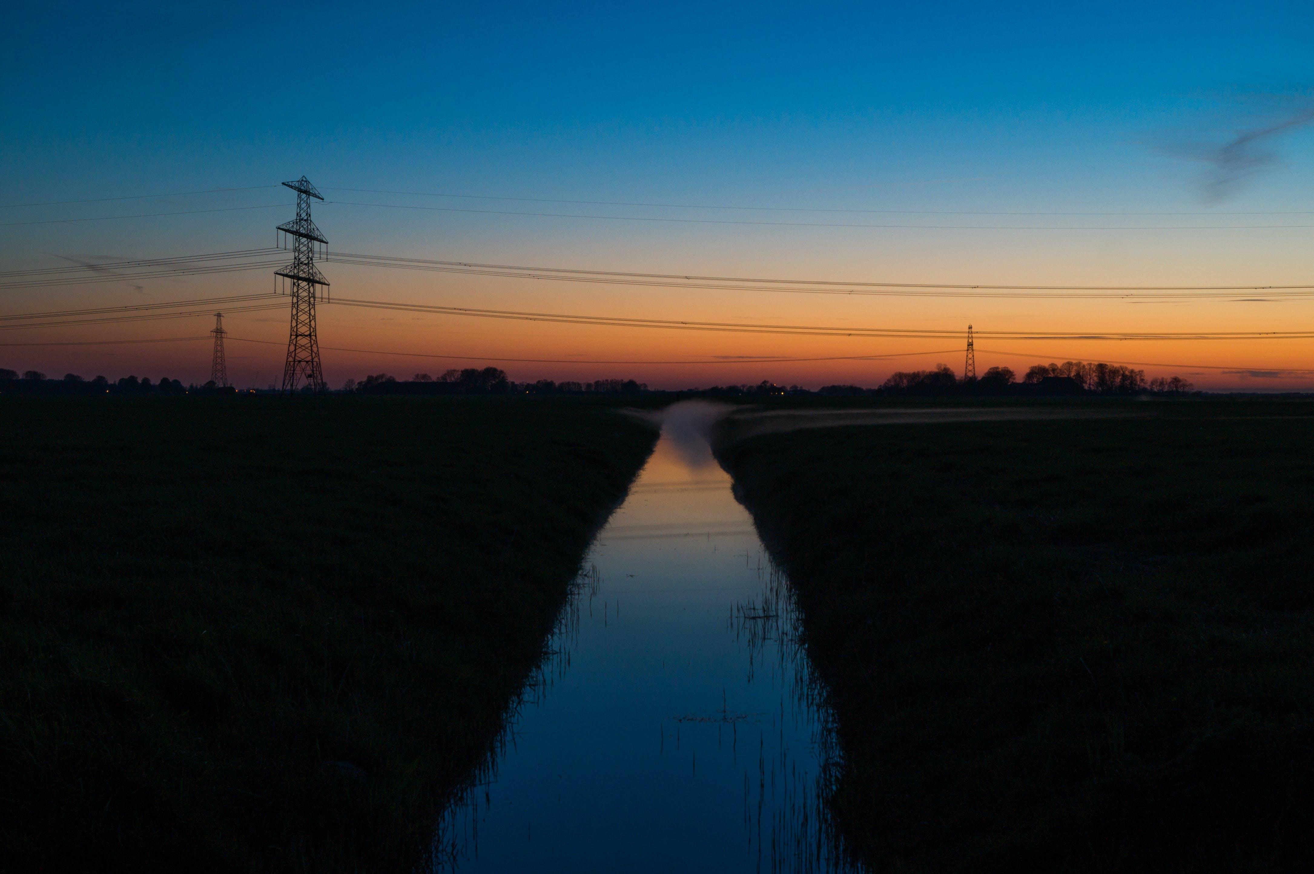 Foto profissional grátis de alvorecer, crepúsculo, escuro, linha de alta tensão