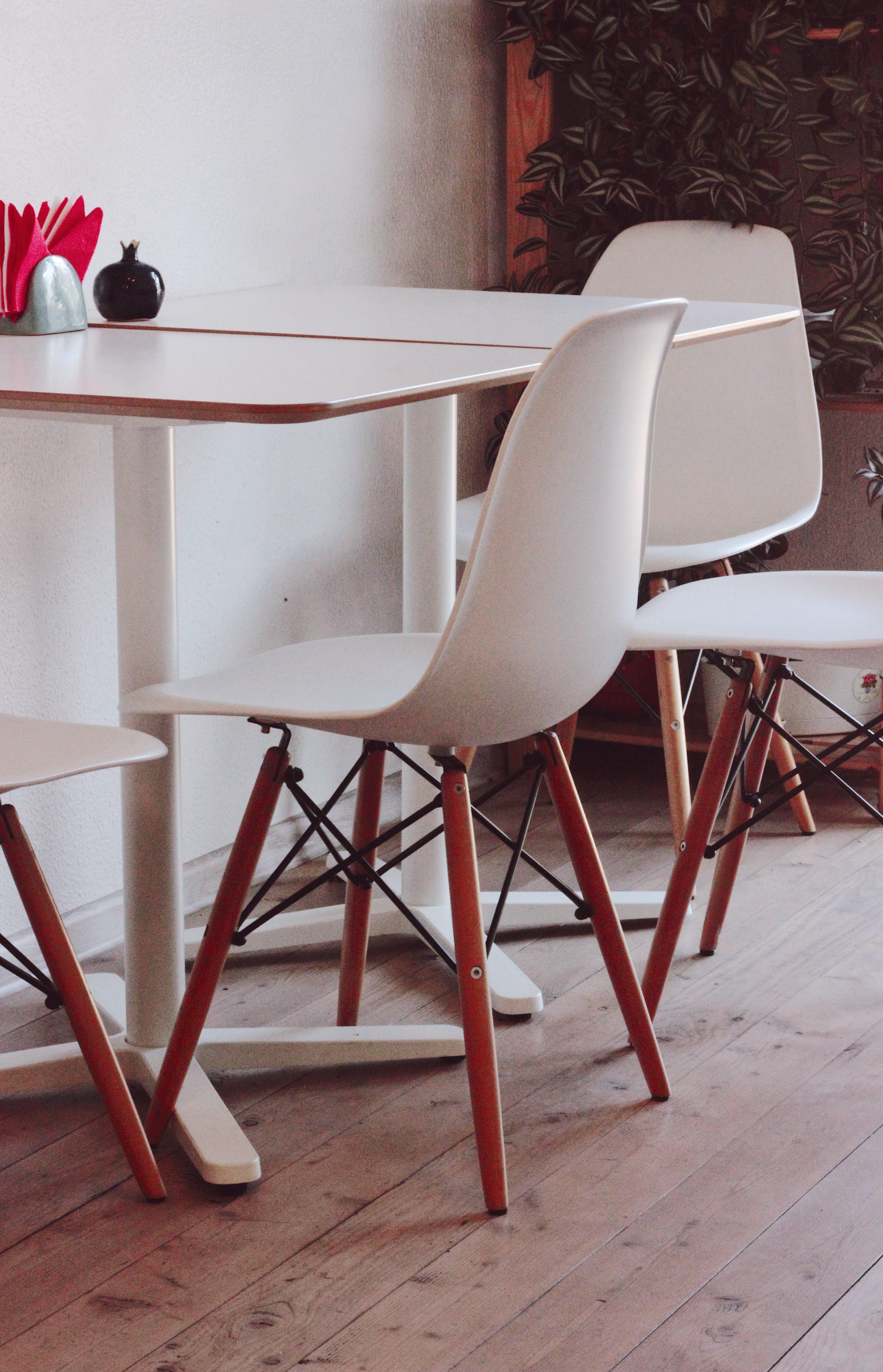 Základová fotografie zdarma na téma design interiéru, dřevěná podlaha, křesla, prázdný