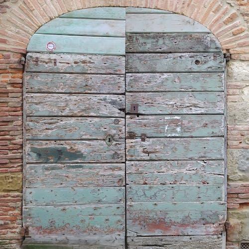 Immagine gratuita di gradino della porta, porta in legno, porta via