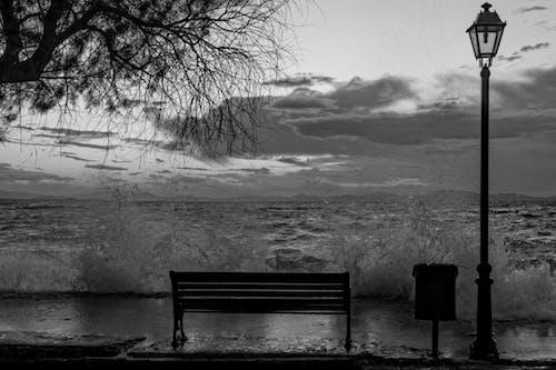 Fotobanka sbezplatnými fotkami na tému búrlivý, chodník, čierna a biela, čiernobiely