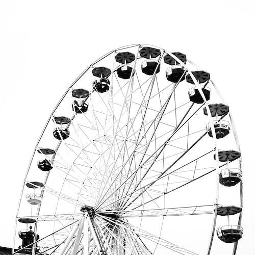 Immagine gratuita di altezza, alto, attrazione da fiera, bianco e nero