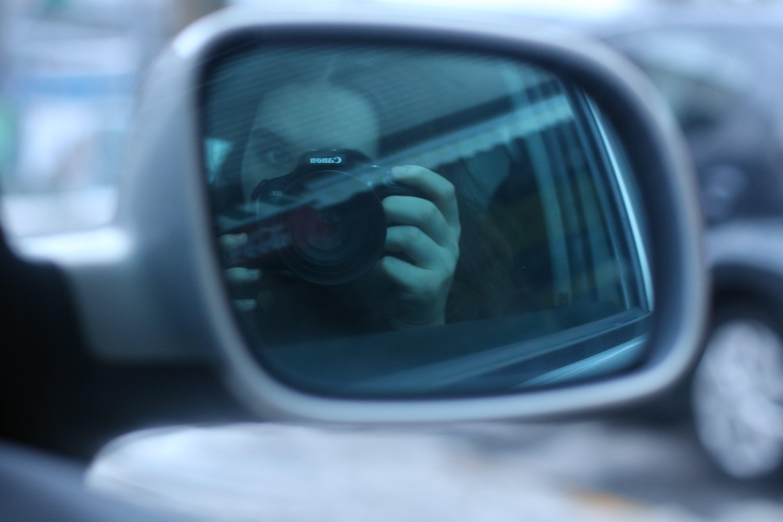 Kostenloses Stock Foto zu hände, kamera, mädchen, auto