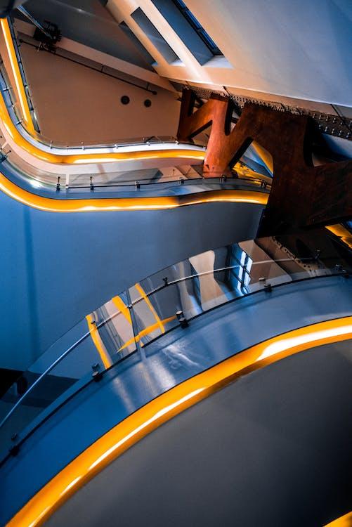 Fotografía De ángulo Bajo Del Interior Del Edificio
