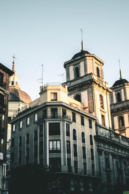 A Distancia Catedral Beige
