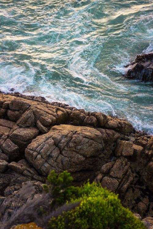 Photos gratuites de bord de mer, cailloux, côte, côte de falaises