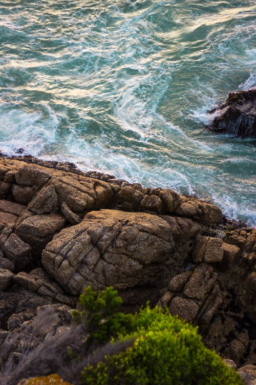 aallot, jyrkänne, karhea