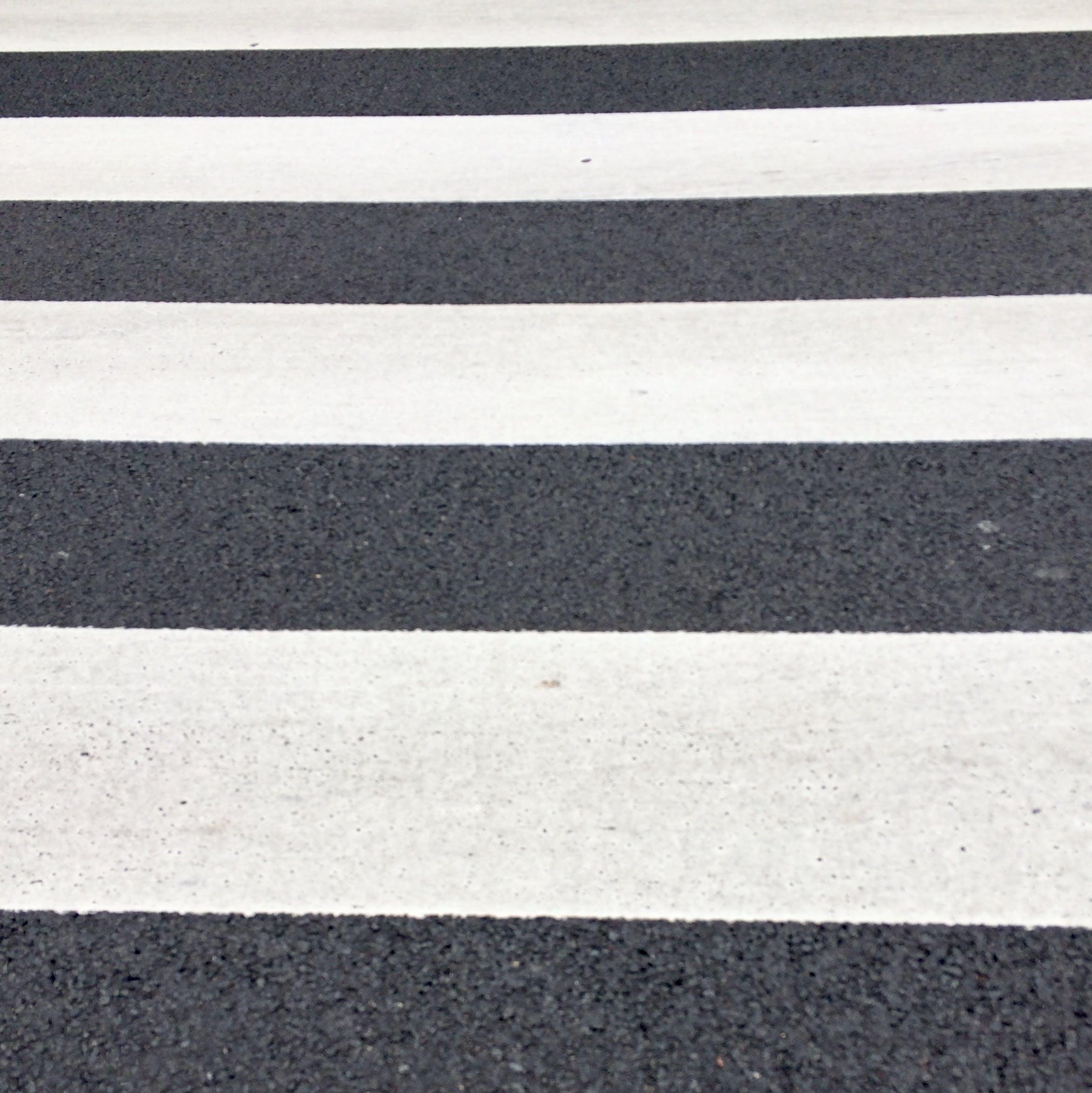Kostenloses Stock Foto zu asphalt, farben, fußgängerübergang, fußgängerweg