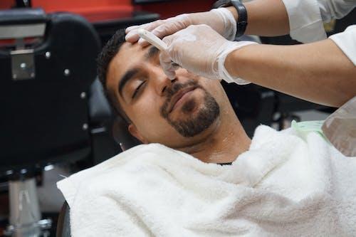 Fotos de stock gratuitas de adentro, afeitándose, barba