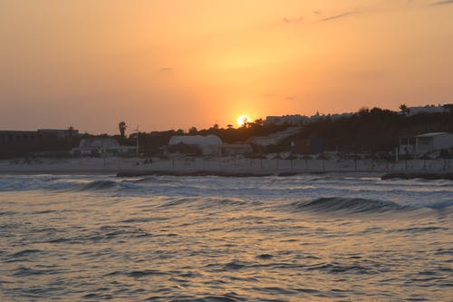 Fotobanka sbezplatnými fotkami na tému západ slnka